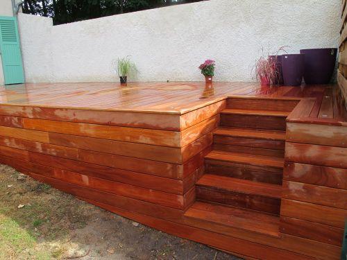 Terrasse en bois exotique avec escalier integré