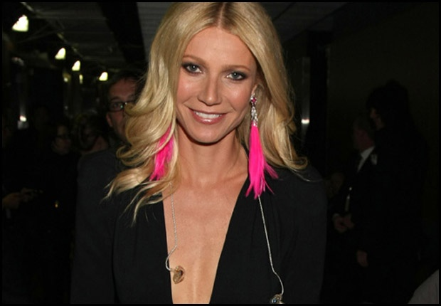NEON!! The ever stylish Gwyneth works in Neon with these HOT feather drop earrings... Feathers AND neon.... whats not to love...?! x