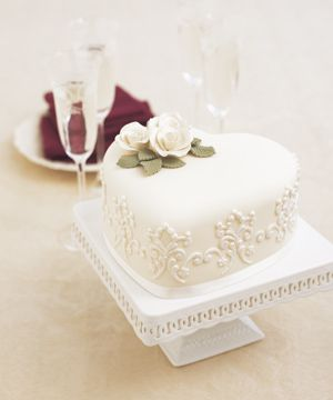 Really wanting something small and sweet for the cake. Nothing big.