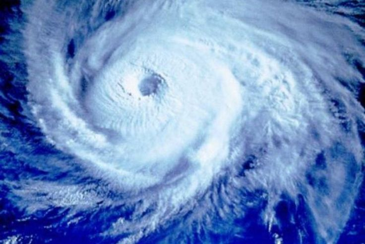 Topan Tropis Earl Tewaskan 38 Orang di Meksiko : Topan tropis Earl telah menewaskan sedikitnya 38 orang sampai Ahad di Meksiko --tak kurang dari 28 orang tewas di Negara Bagian Puebla di bagian tengah negeri tersebut