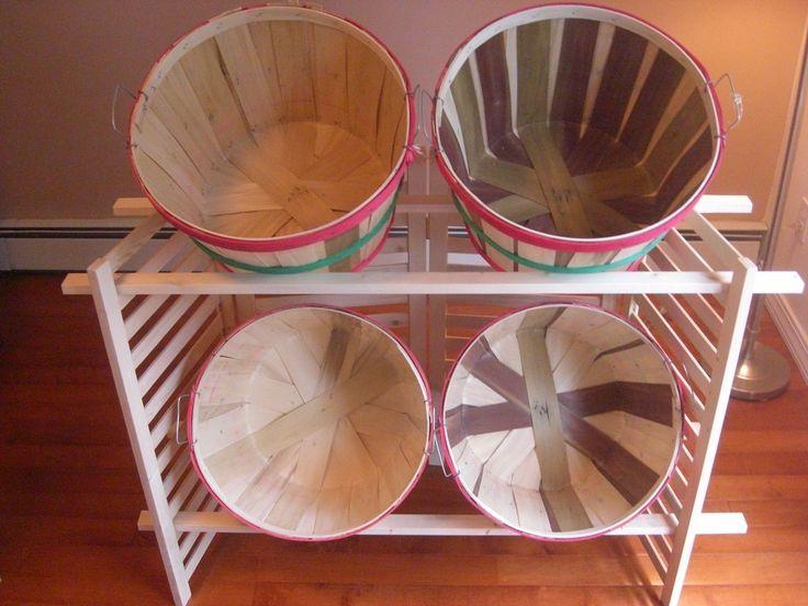Folding Display w/4 Bushel Baskets - Outlet Bags