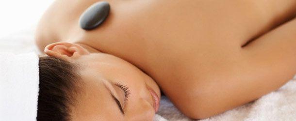 Daylesford Aromatherapy hot stone massage www.bestofdaylesford.com/daylesford-aromatherapy-massage