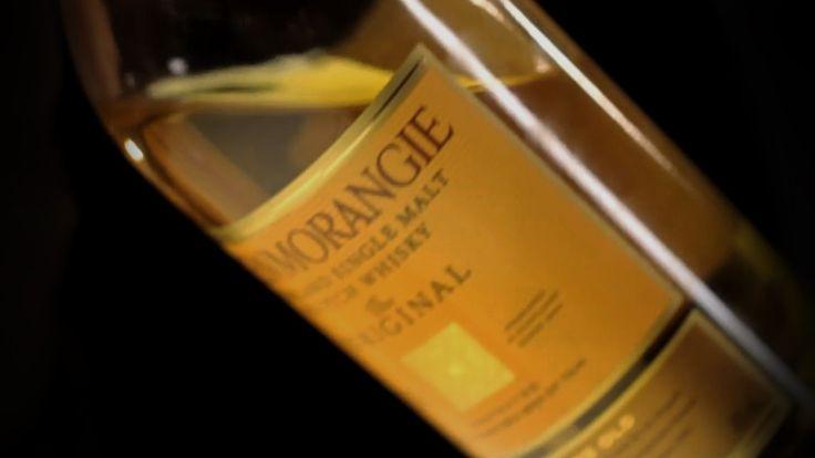 Single malt de dix ans d'âge, Glenmorangie Original est le résultat de l'accord de l'alcool délicat qui provient des alambics les plus hauts d'Écosse, vieilli en fûts de chêne blanc d'Amérique.
