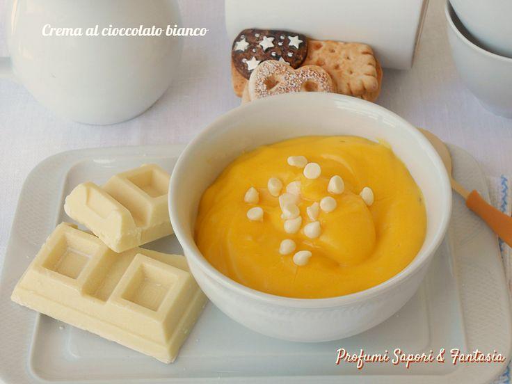Crema al cioccolato bianco, una crema deliziosa da gustare semplicemente accompagnata da biscottini oppure per farcire torte e rotoli. Una squisitezza.