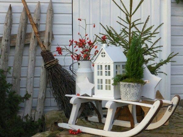 Christmas decoration door entrance spreads festive mood – 44 outdoor decoration ideas