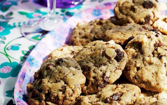 Verdens nemmeste opskrift på cookies - få opskriften på de lækre chocolate chip cookies her.