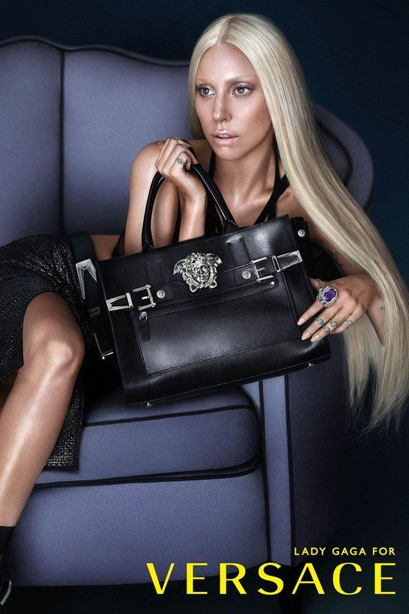 Lady Gaga poserer for Versace - Costume.dk - they do look a like