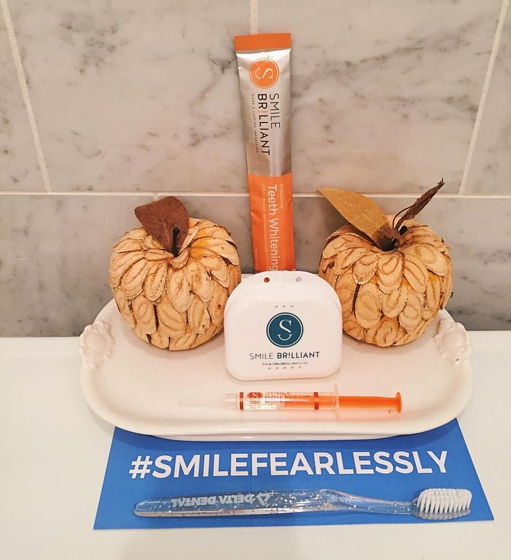 Giveaway Time! #BLOGGED I tried out @smilebrilliant teeth whitening system and loved my results so I'm giving ONE lucky winner a teeth whitening kit (worth:$139).Follow the steps below to enter: 1. Follow me + @smilebrilliant 2. Tag friends to do the same 3. Visit the link in my bio to enter! ✨👄 #blackfriday #shopping #teethwhiteningkit #smile #teeth #happy #blogger #blogged #smilefearlessly #stylecollective #stylecollective_ #apples #whiteningkit #smilebrilliant #holidays #deals
