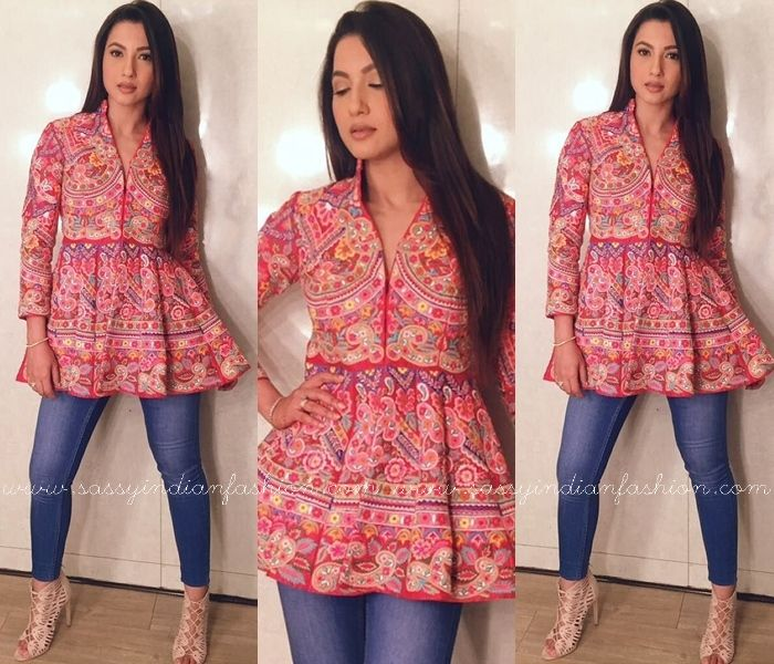 6990478ed0068 Style Your Jeans in This Ethnic Way | ::Indian Fashion:: | Fashion, Kurti  with jeans, Indian designer wear