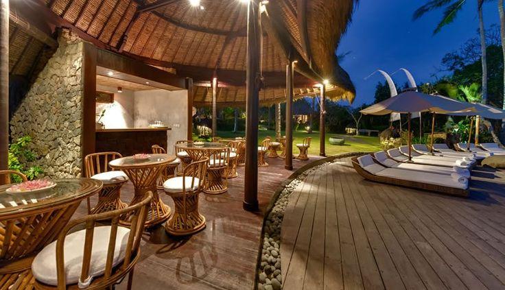 Villa taman ahimsa poolside dining area