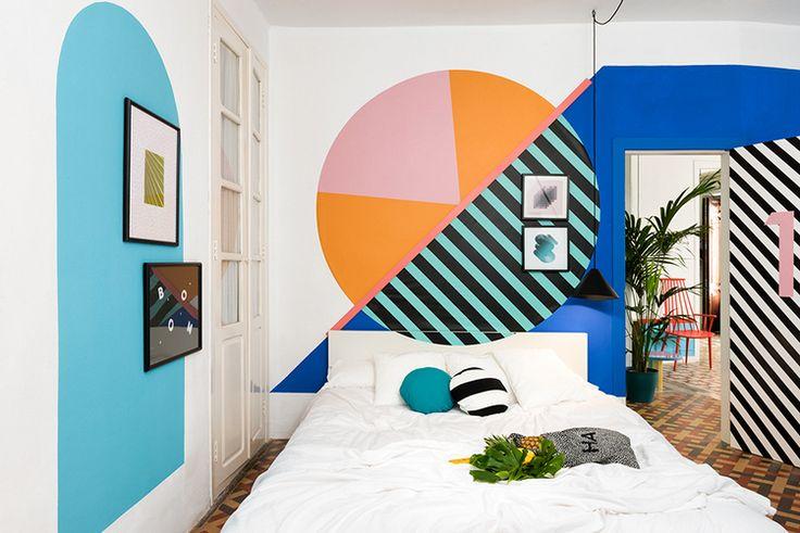 chambre coloree avec motifs geometriques