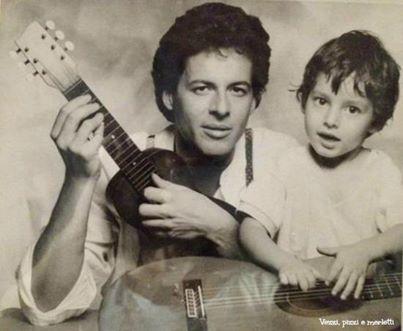 Claudio e Giovanni Baglioni ... Un dolce papà in una foto di molti anni fa.