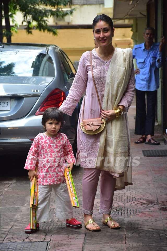 Kareena Kapoor And Taimur Snapped At A Diwali Celebration Celebrity Style Celebritystyle Fashi Casual Indian Fashion Bollywood Outfits Kurta Designs Women
