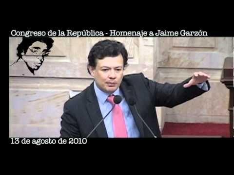 """▶ """"La propaganda negra mató a Jaime Garzón"""": Intervención de Hollman Morris (13/08/10) - YouTube"""