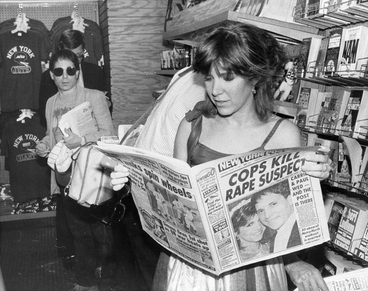 Carrie Fisher. Paul Simon in the back. August 17, 1983. (Mary McLoughlin/New York Post Archives/Getty Images)