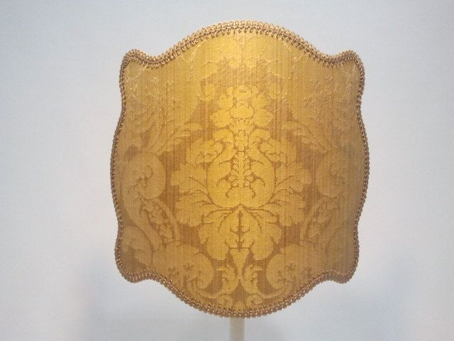 Half lampshade decorated with damask gold fabric, finished with gold precious trim. 149,00 €