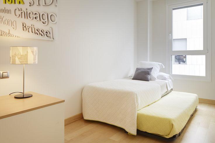 El Apartamento Hondarribi está dotado de todos los acabados de una vivienda de lujo y dispone, además de todo lo comentado, de calefacción por suelo radiante, ascensor con acceso directo al garaje, limpieza semanal, etc…