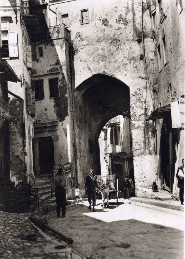 1911 ~ Chania, Crete (photo by Fred Boissonnas ... www.lifo.gr)