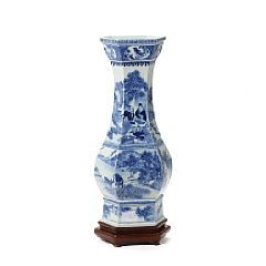 1521/1634 - A Chinese late Qing porcelain vase decorated in underglaze blue. H. 53 cm.