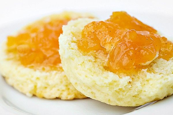 A small batch peach jam recipe with vanilla made without commercial pectin. Perfect summer preserve and great for holiday gifts.
