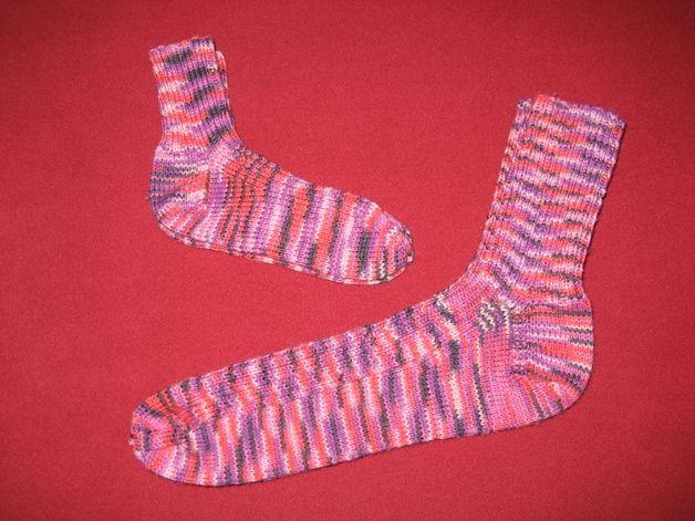Handgestrickte Socken aus Strumpfwolle Die Kindersocken dazu gibt´s bei Baby/Socken