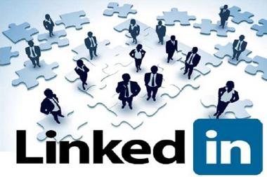 Plaats je profiel op LinkedIn. Neem tevens actief deel aan LinkedIn-groepen op jouw vakgebied. Zie voor uitleg http://www.how-to-really-use-linkedin.com/wp-content/uploads/2011/10/Hoe-LinkedIn-nu-ECHT-gebruiken-digitaal-NL.pdf