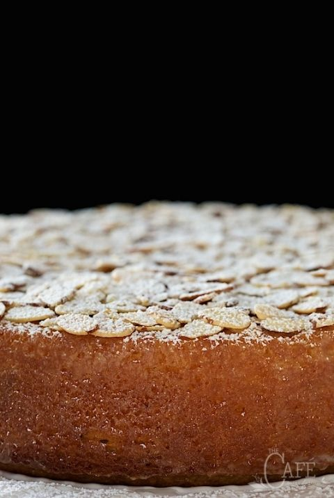 French+Almond+Cake+-+incredibly+delicious+and+incredibly+easy.+One-bowl,+no-mixer,+just-a+-few-minutes-to-throw+together!