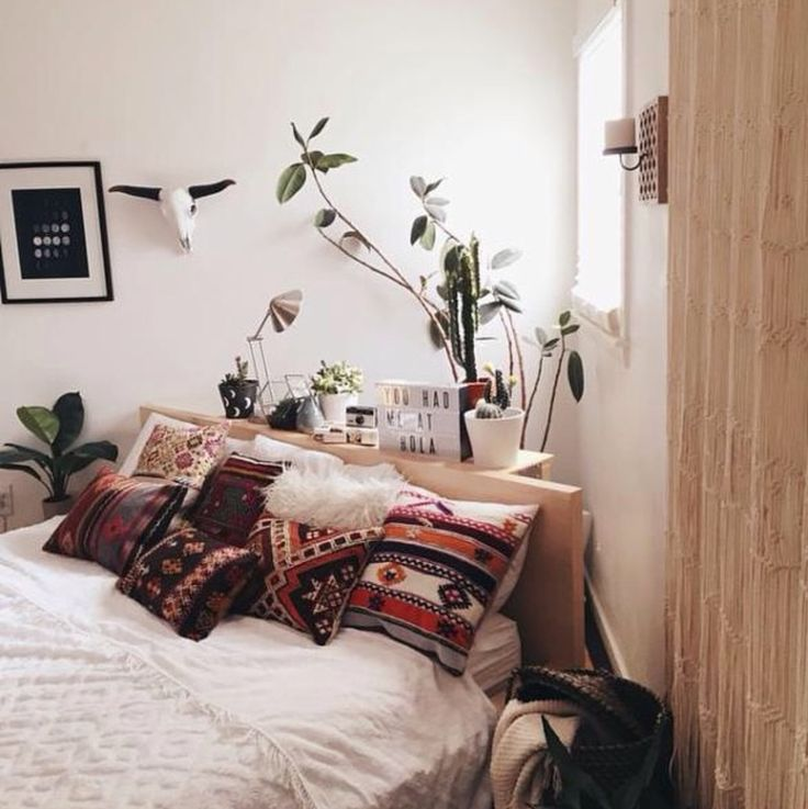 Plants in the bedroom, diagonal bed placement (not a fan)