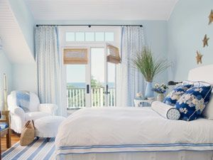pretty: Cottages Bedrooms, Guest Bedrooms, Blue Wall, Blue Bedrooms, Master Bedrooms, White Bedrooms, Beaches Houses, Capes Cod, Beaches Bedrooms