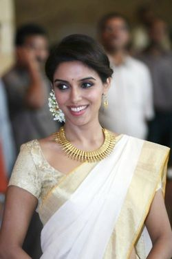 Modern Indian hair with classic Kerala style saree
