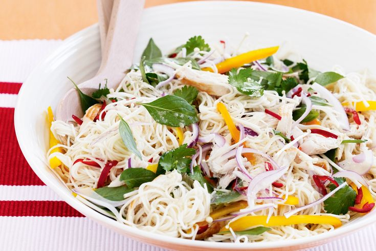 Brighten+up+your+day+with+this+healthy+and+colourful+Asian+chicken+noodle+salad.