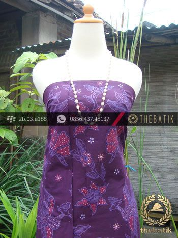Kain Batik Tulis Jogja Motif Buketan Ungu | #Indonesia Traditional #Batik Tulis #Design. HandDrawn Process http://thebatik.co.id/kain-batik-bahan/batik-tulis/