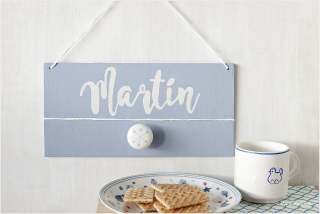 Cuadro con nombre hecho con una tabla, chalk paint y un tirador /  Picture with name made with a table, chalk paint and a knob of a drawer