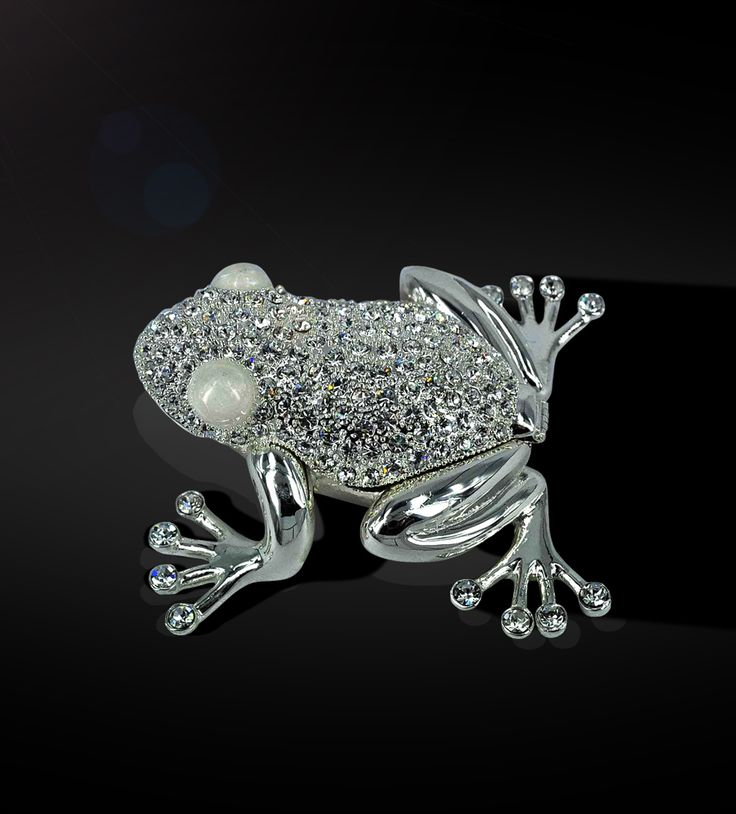Wishbox Frog - Decorating your house is always a pleasure, so adorn it with Swarovski studded silver-plated wishbox.