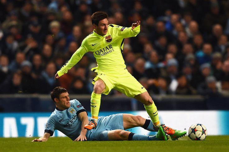 Manchester City - Barça 24/02/2014 Leo Messi se va de James Milner