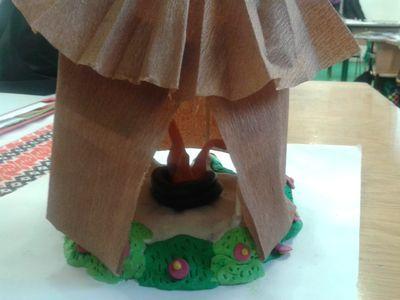 jurta papírból és gyurmából - ötödikes lányok alkotása