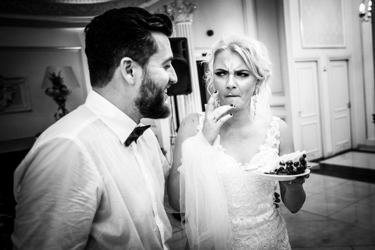 Fotografie de nuntă. Raluca și Nicu, nuntă București - Grand Hotel Continental. Fotografii de Mihai Zaharia Photography. Instantaneu de la petrecere - tort