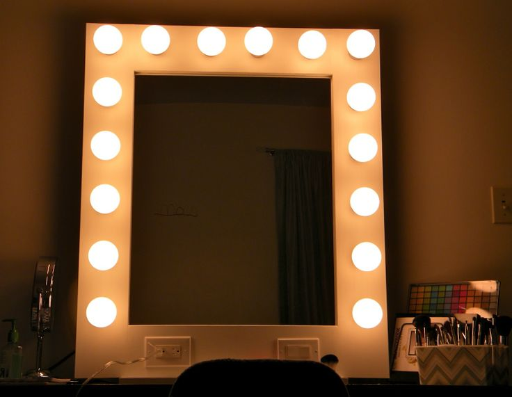 Vanity Mirror With Lights Bulbs : 1000+ ideas about Makeup Table With Lights on Pinterest Vanity table with lights, Makeup desk ...