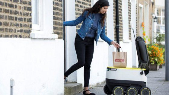A Londra, e non solo, pizza e sushi arriveranno con un piccolo robot. Sarà in grado di mantenere cibi caldi e freddi e di evitare gli eventuali ostacoli