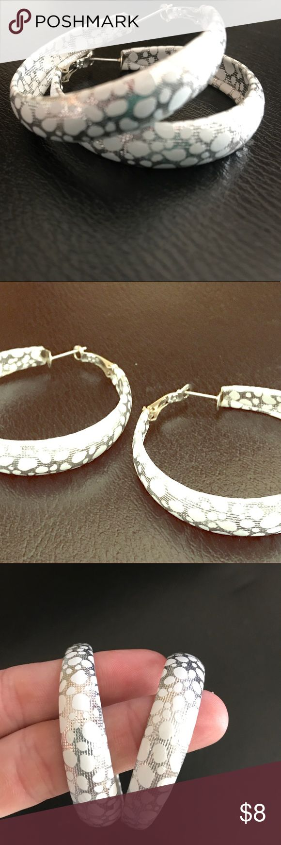 🔥Silver white leopard hoops 🔥 New in package silver colored hoops with white leopard spots are great to complement any outfit come new in package Jewelry Earrings