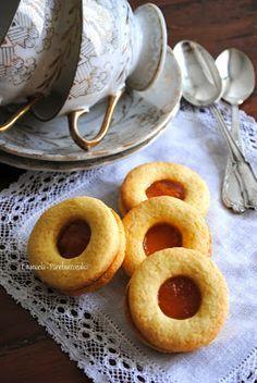 """Biscotti """"occhi di bue"""" alle mandorle con marmellata di arance"""