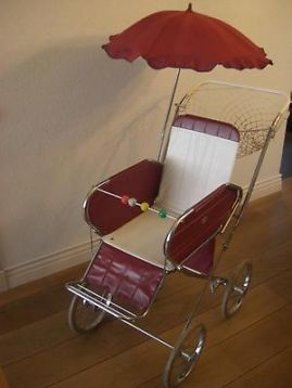 ouderwetse retro kinderwagen