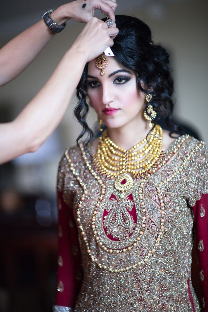 Soooo beautiful!!! That necklace puts the whole oufit together!! Don't you think?