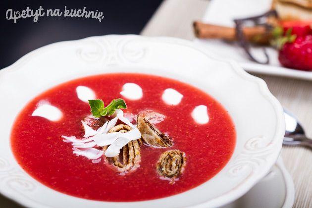 Aromatyczna zupa truskawkowa