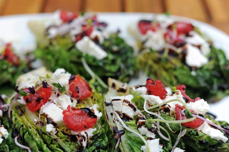 Beilagen auf den Grill!: Gegrillter Römersalat mit Himbeeren