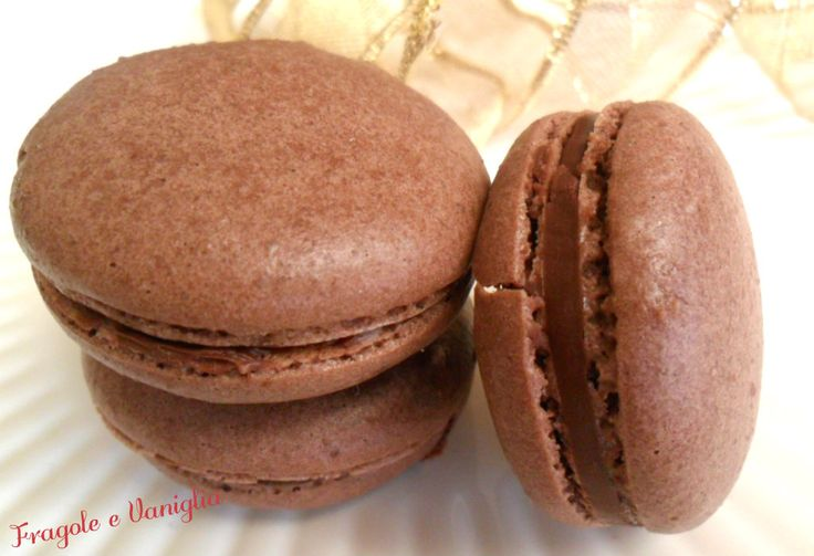 Macarons alla nutella,super-golosi amaretti francesi con un ripieno che piace proprio a tutti...