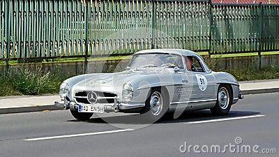 Mercedes-Benz 300 SL Roadster 1958 - Download From Over 31 Million High Quality Stock Photos, Images, Vectors. Sign up for FREE today. Image: 44080969