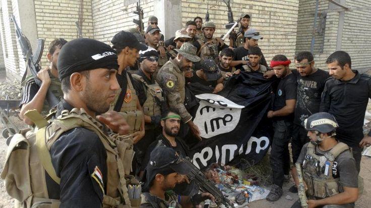 http://ift.tt/2lW7LaS http://ift.tt/2lW8Q2B líder del Estado Islámico (ISIS) Abu Bakr Al Baghdadi ha admitido en un discurso las derrotas sufridas en los últimos combates y ha instado a los yihadistas a huir y esconderse en áreas montañosas y poco accesibles en Irak y Siria.