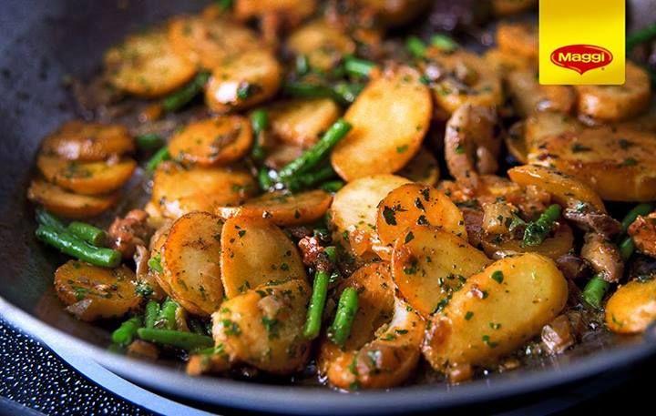 Potatoes with green beans and mushrooms //  Cine spune ca mancarea de post nu poate fi absolut delicioasa? Avem dovada chiar aici: o mancarica savuroasa cu ciuperci, fasole verde si cartofi, rumenita la cuptor si aromata dupa gust. Sunteti de acord? -> https://www.facebook.com/photo.php?fbid=584091368330957&set=a.287902021283228.66885.287189181354512&type=1
