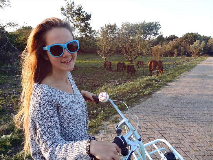 Watching the free horses on my Miss Grace - Gazelle bike in Wijk Aan Zee :D